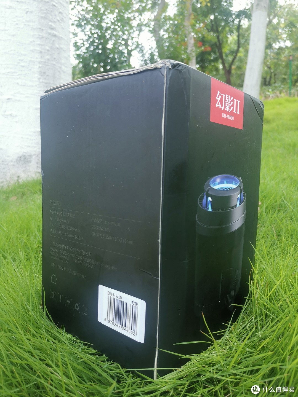 外包装盒底色纯黑,照片看上去充满科技感