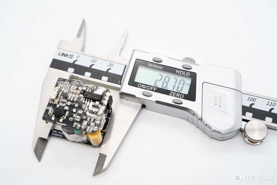 拆解报告:UIBI柚比迷你折脚20W PD快速充电器