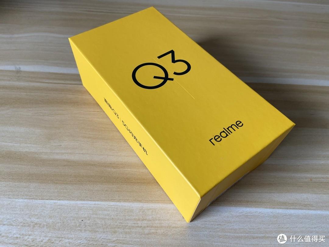 黄色的外包装挺有辨识度,大大的Q3表面了身份