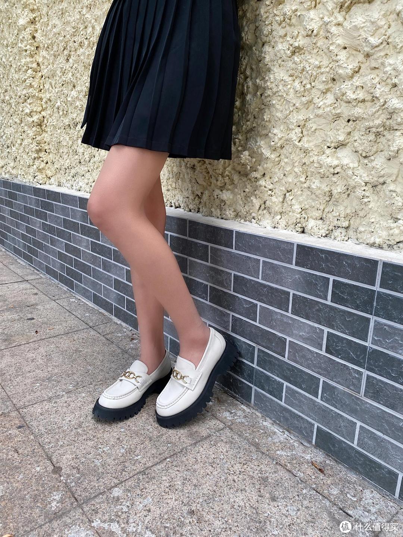 """腿部粗的女生鞋子应该怎么选?试试精致的""""大头鞋"""",显高更显瘦"""