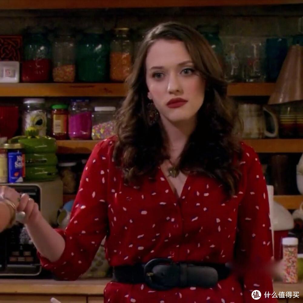 毒舌又性感,《破产姐妹》MAX订婚啦!跟她学微胖女生穿搭技巧
