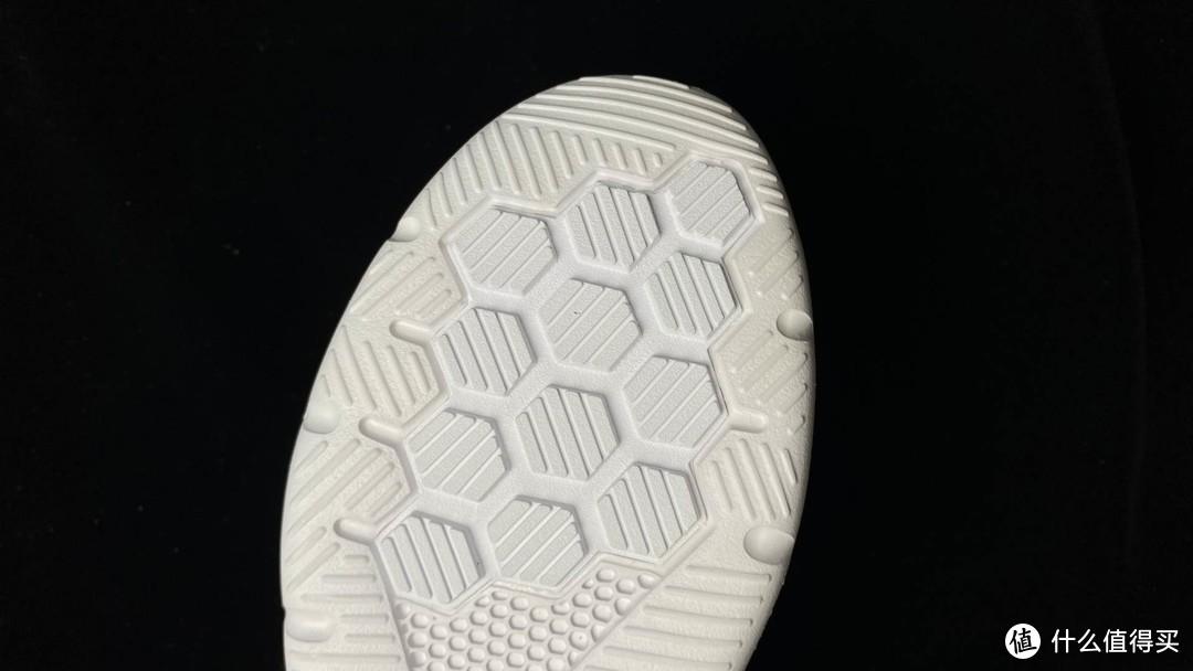 你会穿跑鞋上班吗?试试一万多透气孔的咕咚5K