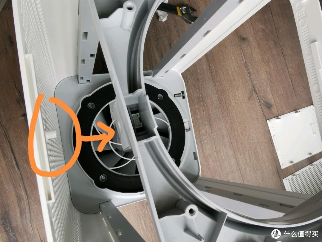 前面被安装车注意下,不只有一个指示灯的小凸起,要把它对齐扣进去