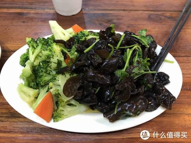 招待北京朋友,烩面馆点了四菜一面,花了117元,是讲究还是抠门?
