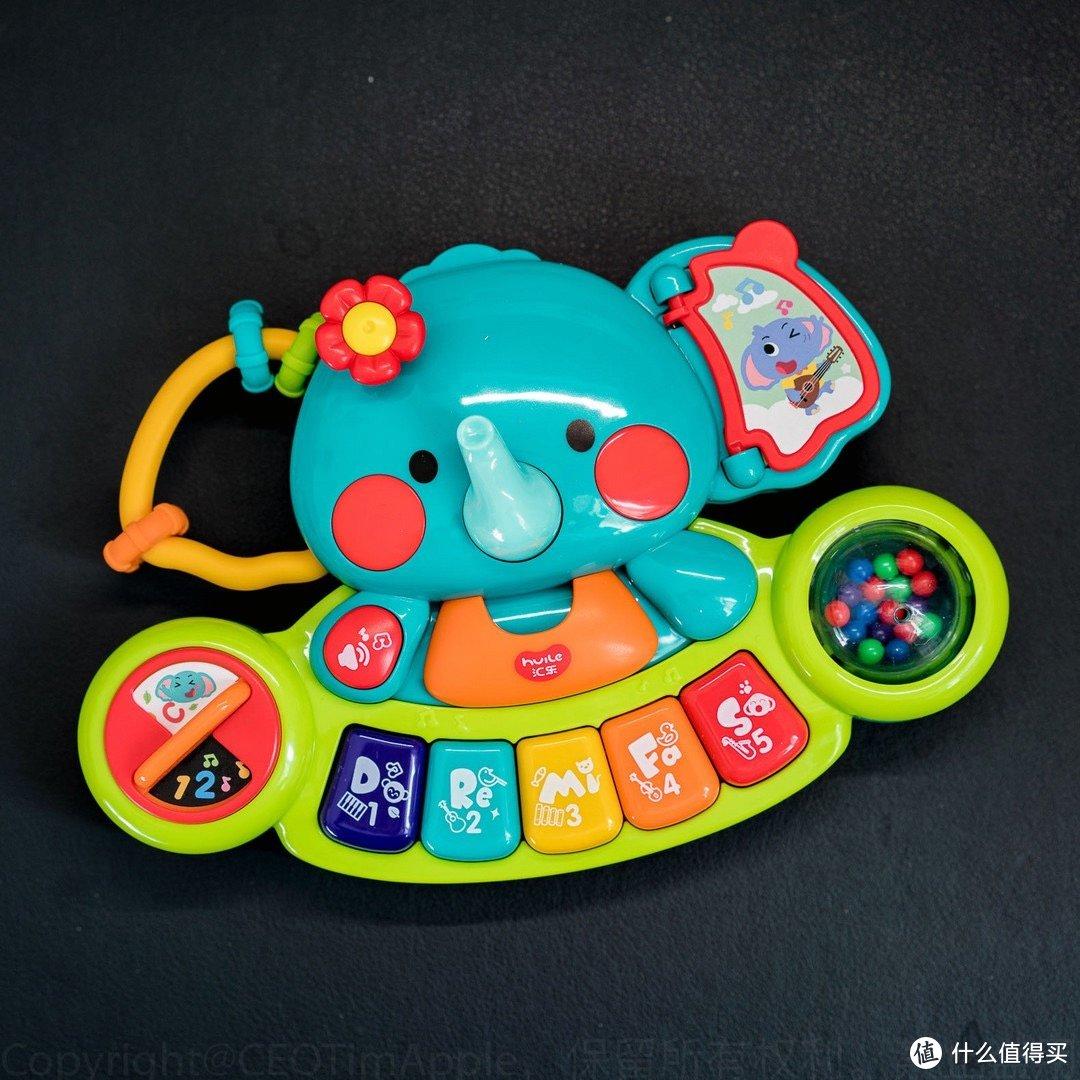 吾娃一周岁 她在玩什么玩具呢?