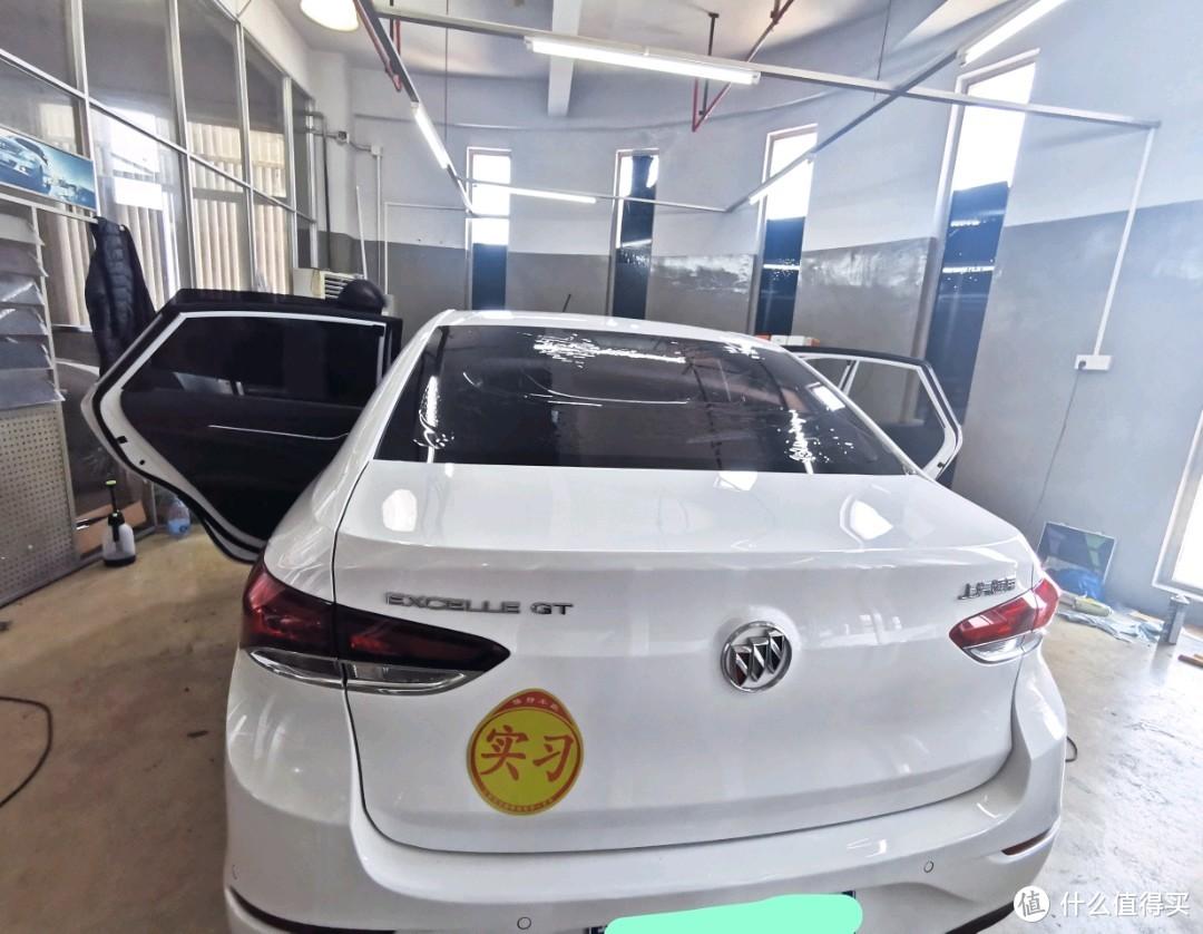 贴膜前一个星期特地洗了洗车。(贴膜是不包洗车的。)