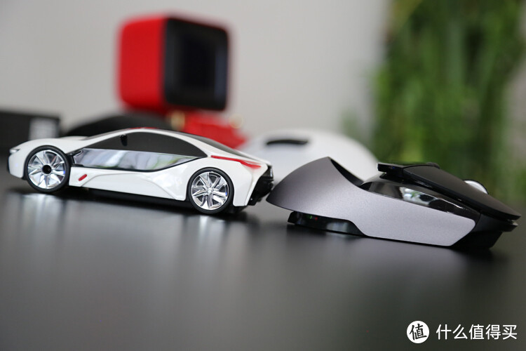 全民超跑:全新雷柏VT960无线游戏鼠标开箱