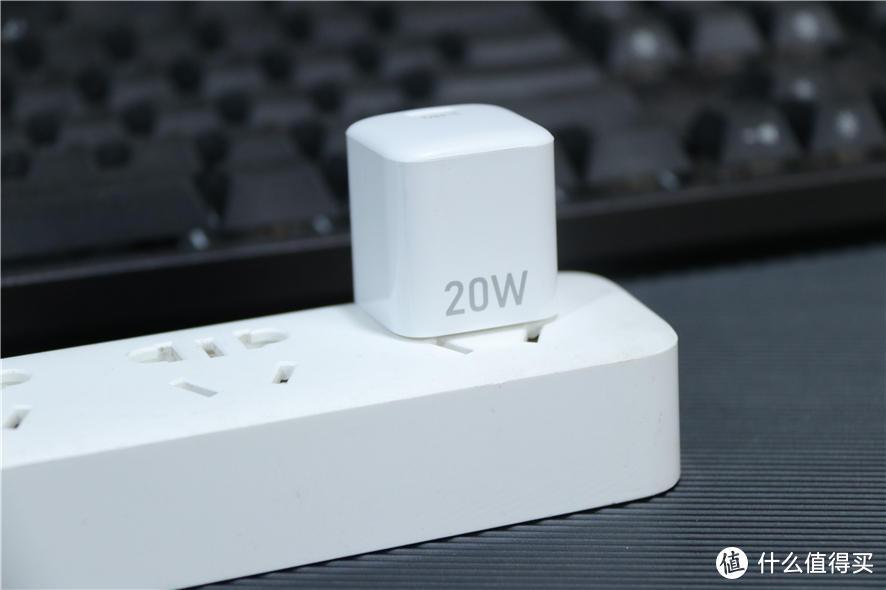 小体积大功率,安卓苹果都能用!移速小精灵20W充电器评测