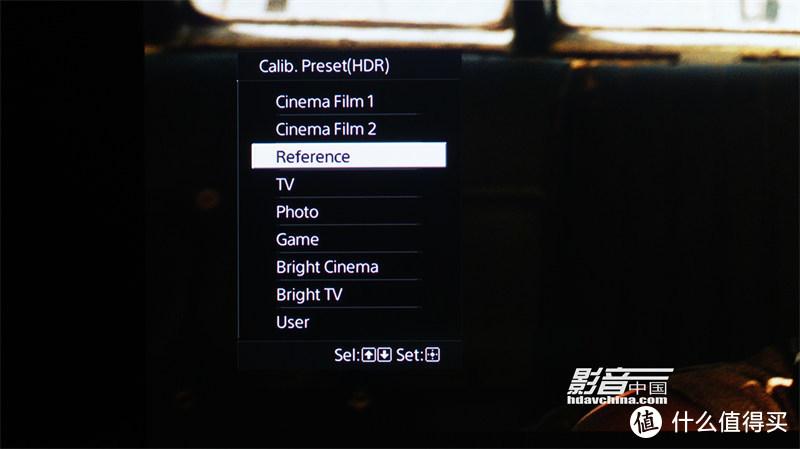 VPL-VW598能够自动判别输入信号是否HDR信号,当输入HDR信号时,在图像预设模式的上方会出现经过调校预设的HDR模式,我们可以根据自己的使用需求来选择不同的HDR预设模式