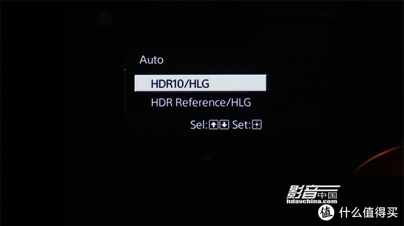进入到HDR自动模式,可以选择HDR10/HLG又或者是HDR Reference/HLG,VPL-VW598会根据输入信号的模式,自动切换HDR10或者HLG的画面模式