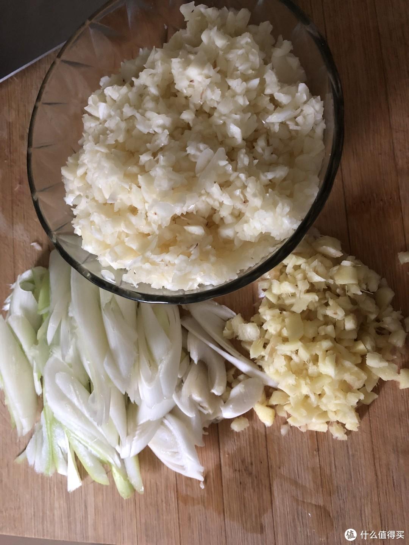 蒜蓉虾尾,蒜蓉花甲——两款适合夏天的美味,好吃到嗦手指,怎么做?赶紧看过来吧