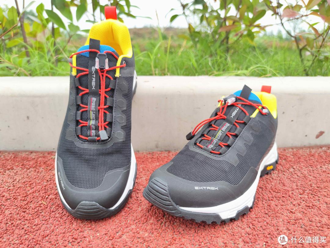 网布鞋面,舒适透气,高效防水的户外休闲鞋