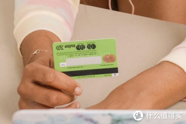 欠款较多的信用卡一定要先偿还,千万不要盲目还款