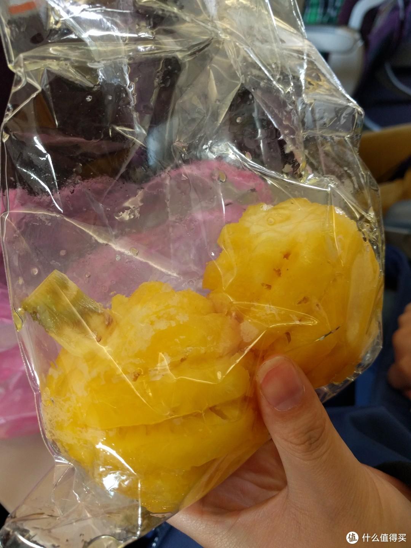 小菠萝,超好吃,建议逮着机会就买几个吃