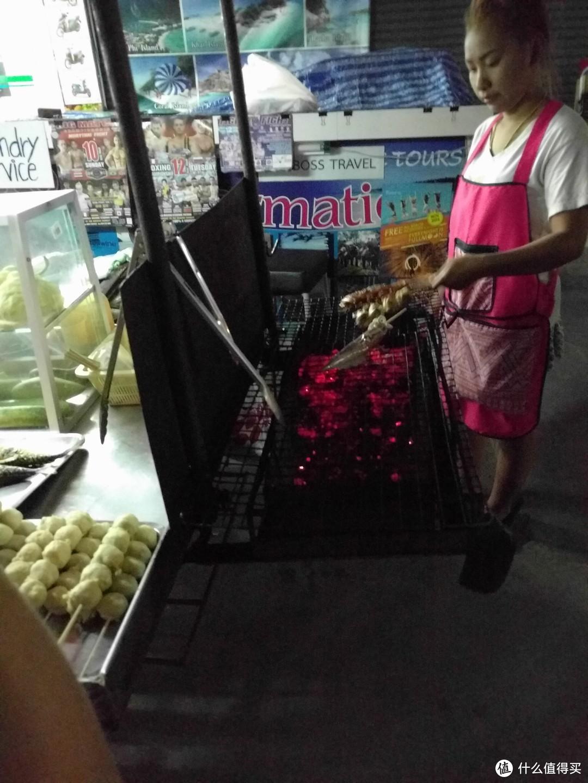 泰国烧烤摊看起来也没太大不同