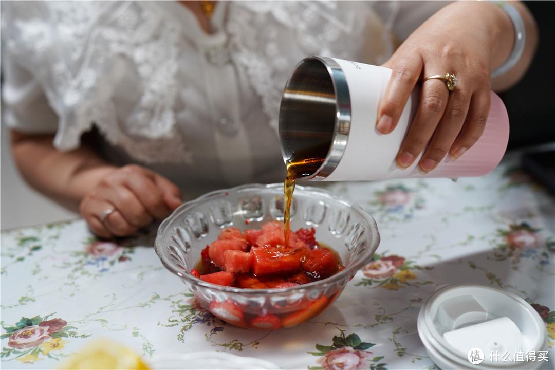 这个夏天用圈厨便携式奶茶机来做一杯水果茶