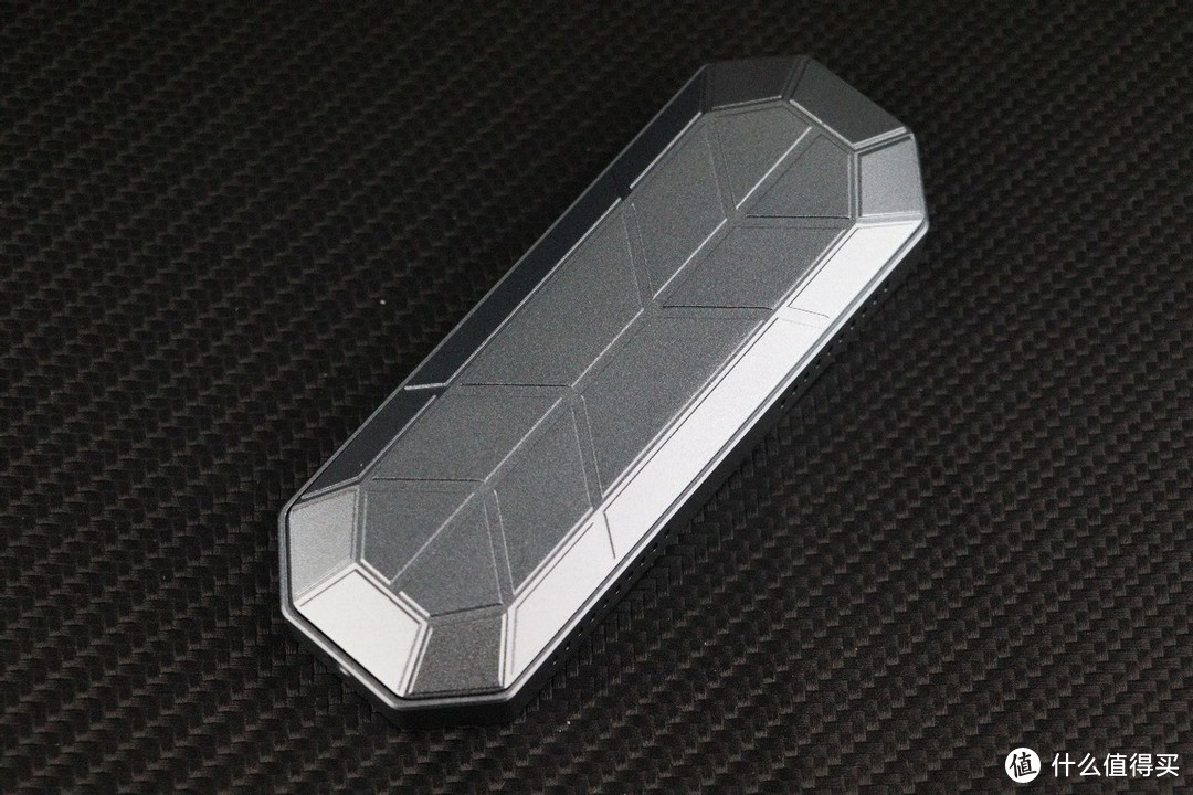 硬盘盒也玩RGB?奥睿科RGB硬盘盒,让你的固态上高速