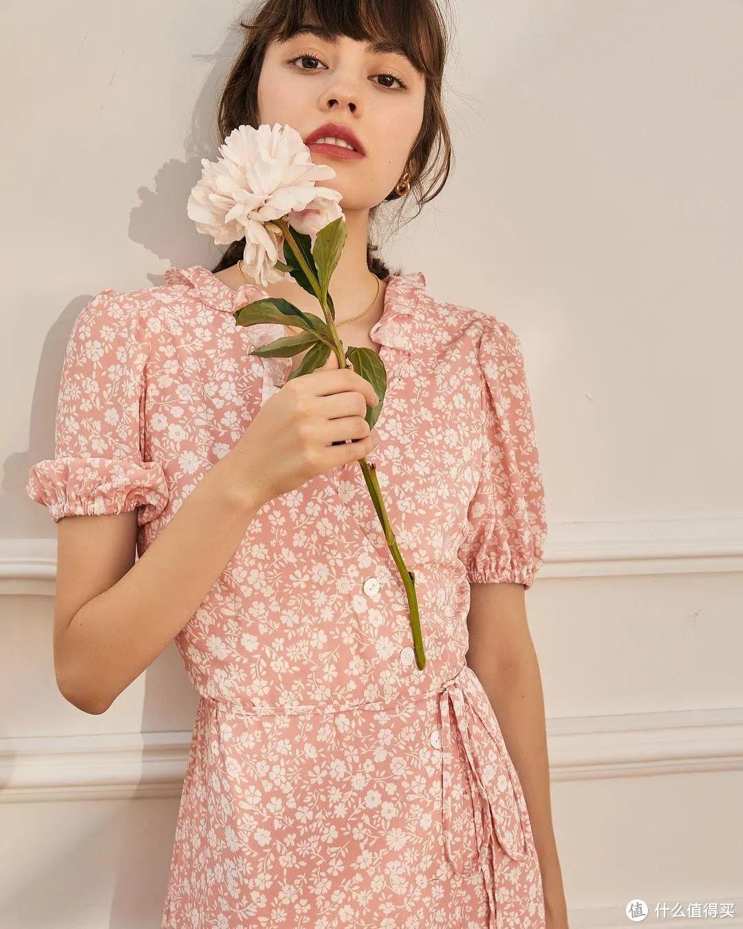 春天的花落在夏日的裙摆上