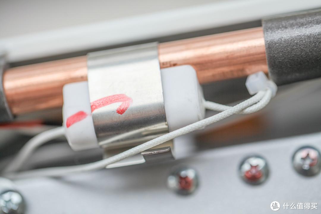 热水管路上的温度传感器