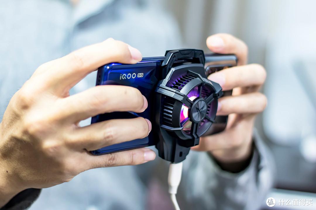 飞智蜂翼2Pro手机散热器评测:在炎炎夏日为手机降温,让游戏不再卡顿