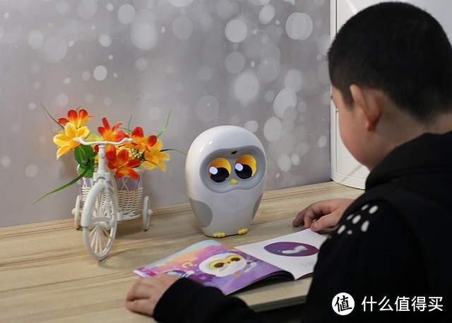 陪着孩子一起读书,Luka绘本阅读机器人