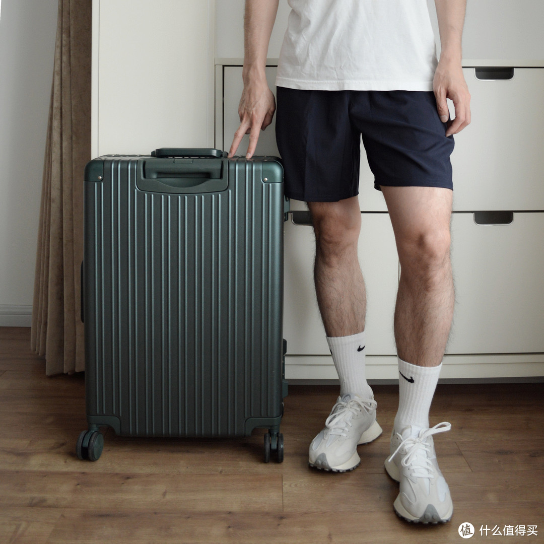 听说你想选一款坚实稳固的行李箱:90分全新铝框行李箱评测