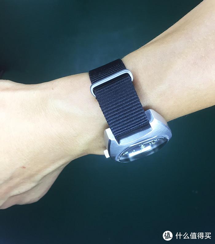 泡泡镜鲍鱼壳宝泰尼W10复古军表,小手腕不错的选择