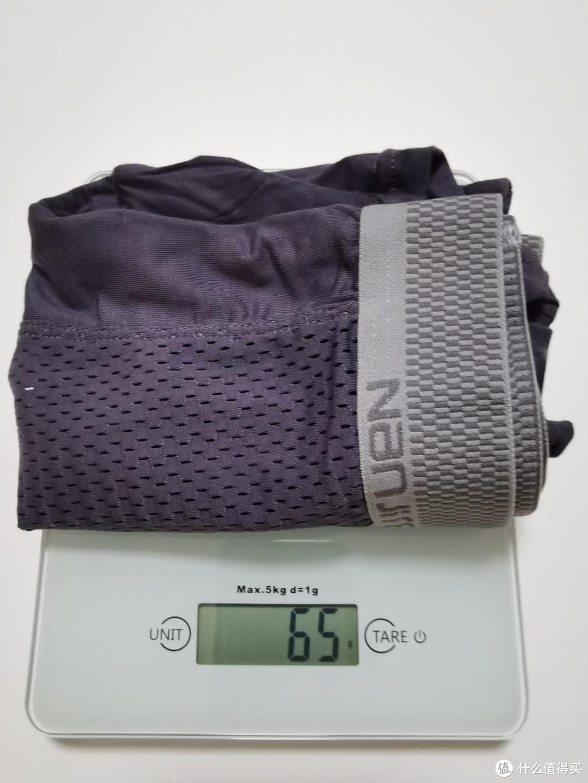 重量65g,算是很轻薄的内裤了,适合夏季穿着。