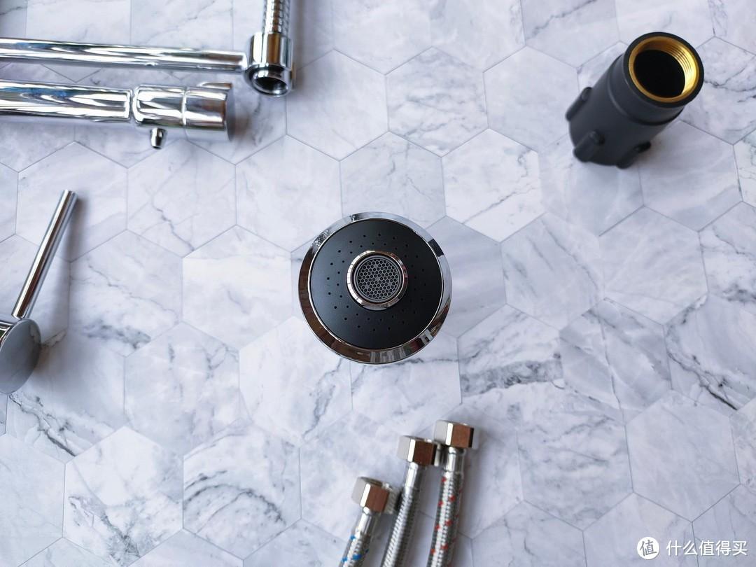 可抽拉双出水的厨房龙头用起来更方便