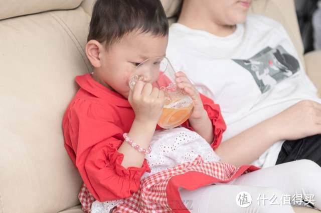 孩子爱喝饮料怕添加剂?摩飞气泡原汁机零渣感气泡果汁完胜