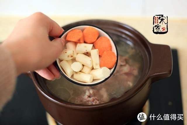 """一蹲就""""眼黑"""",多喝这碗汤,营养清淡补气血,全家都适合"""
