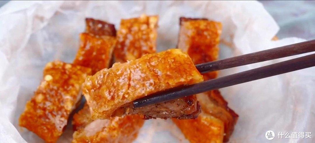 脆皮烤五花,肉皮非常酥脆,吃起来香脆可口