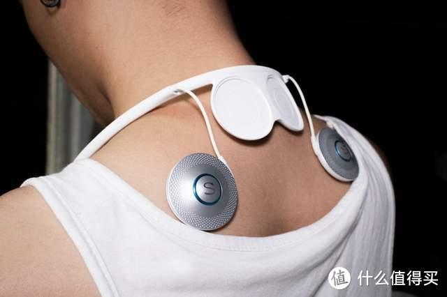国潮按摩黑科技,SKG挂脖肩颈按摩仪T5开启便携养生新时代