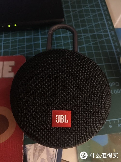 小巧的JBL蓝牙音箱