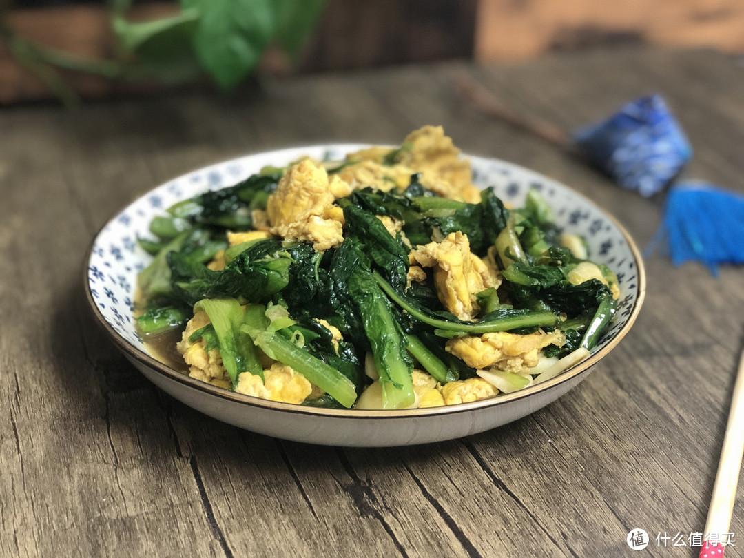 吃莴笋时,别把叶子当垃圾,营养价值比茎还高,用来炒鸡蛋特美味