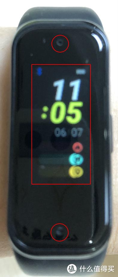 红色方框是屏幕边界,红圈是麦克风位置
