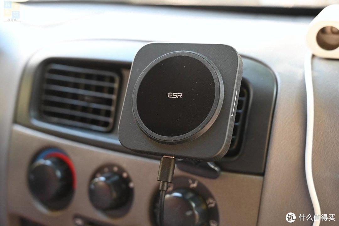 更快捷的车上无线充电工具,横竖都能用,亿色车载磁吸无线充上手