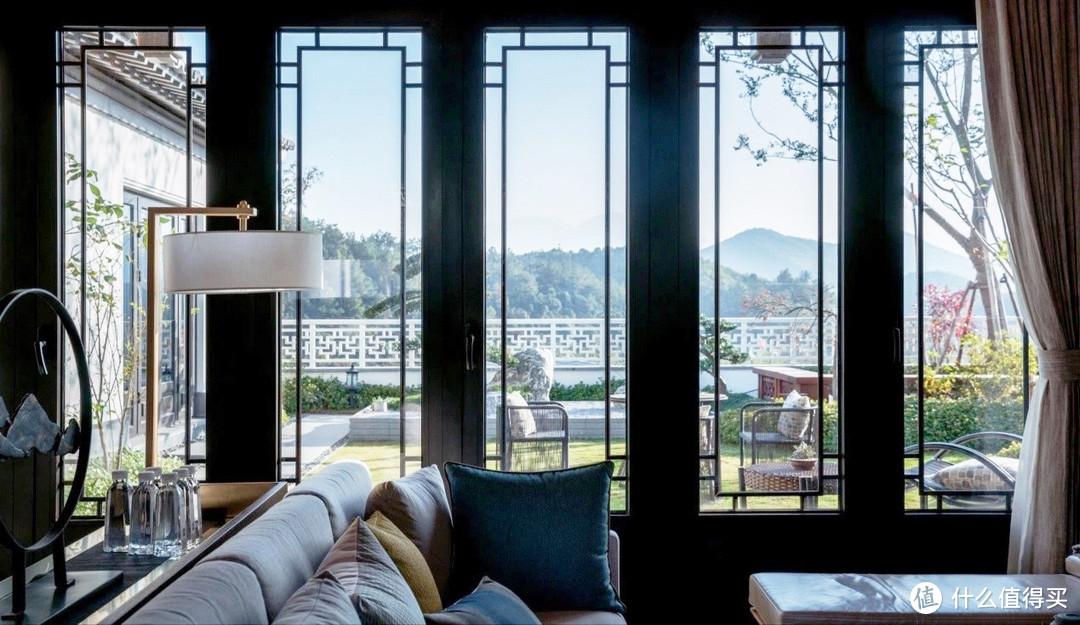 搭配中式门窗的新中式客厅,这才是中国人的待客之道!