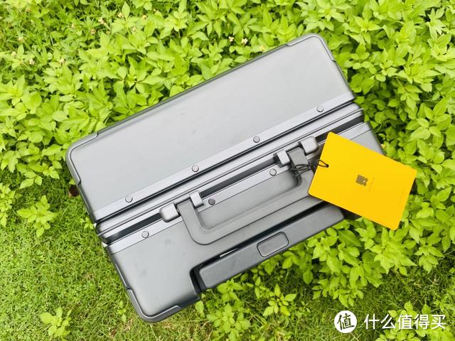 """长得好看还能""""装""""的行李箱—地平线8号POWER系列登机箱"""