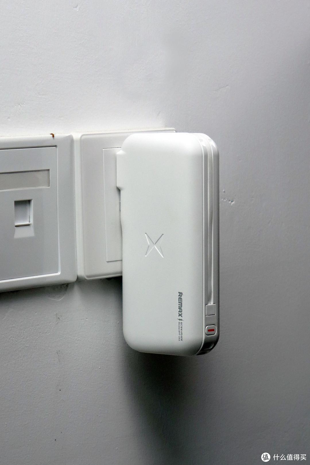 真正的充电神器——REMAX睿量 30W自带线移动电源