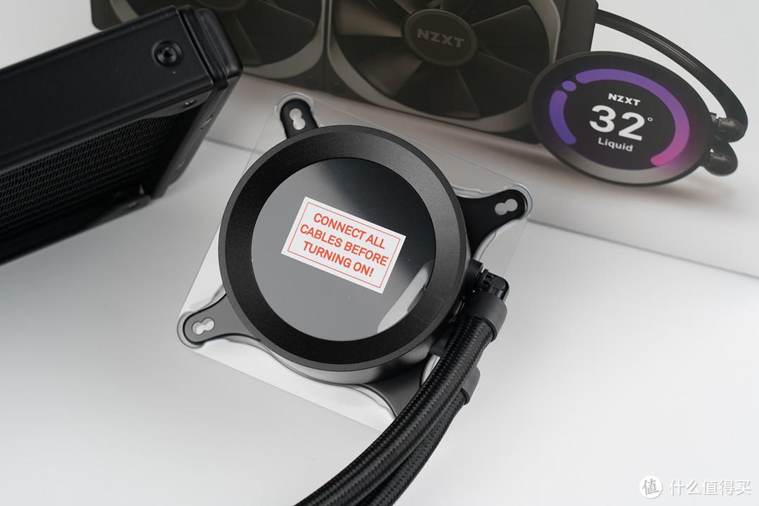 冷头自带2.36英寸液晶屏幕,通过CAM软件能够实时显示水温、转速、频率等系统信息,可以自定义图像及 GIF 动画等,采用了全新第 7 代 Asetek 水泵,具备极致的散热性能。