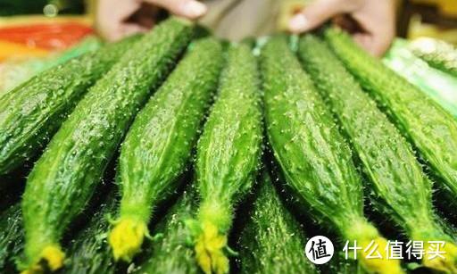 夏天买黄瓜,究竟直的好还是弯的好,看完就明白