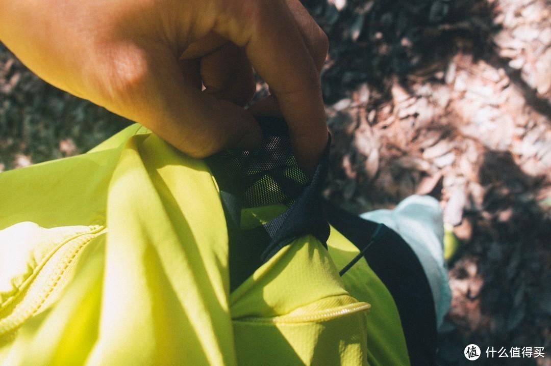 亲肤感十足的KLATTERMUSEN攀山鼠针奈尔皮肤风衣
