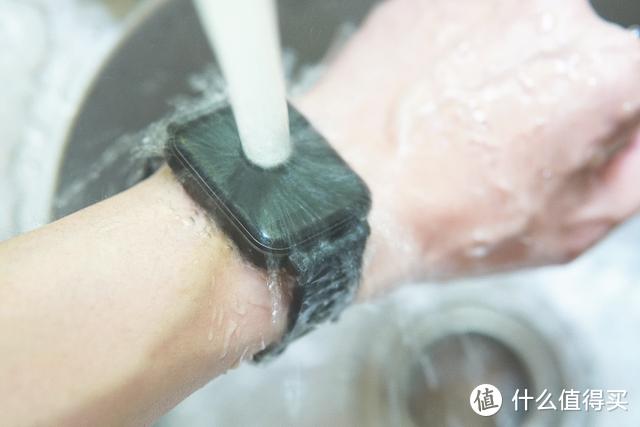 太空人表盘,心率、血氧、血压监测,这款百元级智能手表全都有