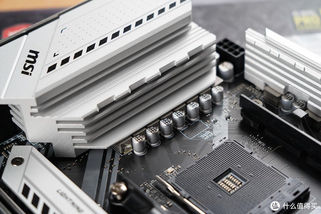 供电部分采用8+2+1相60A供电,搭配第三代钛金电感,提供稳定强劲的电力,可以充分释放AMD第三代锐龙处理器的潜能。