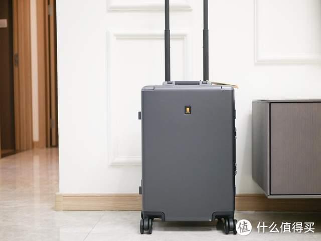 不仅可以坐,还拥有高颜值,地平线8号行李箱到手体验