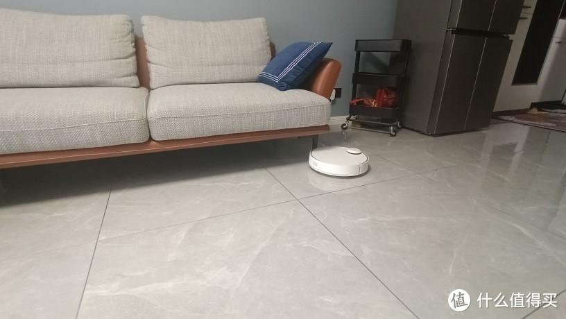 """""""360扫地机器人""""X95实测能钻沙发底的扫地机"""