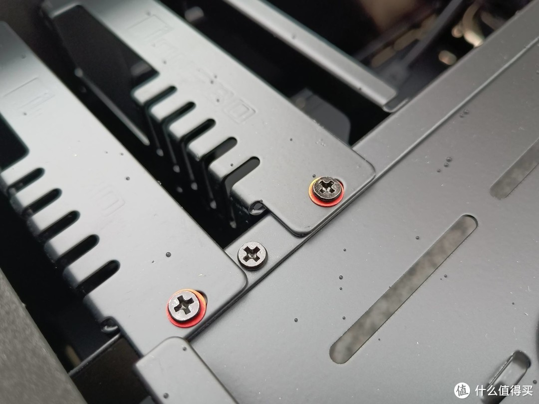 【季节装机第五期】千元双侧透机箱还能这么玩?乔思伯UMX6重量级机箱体验!