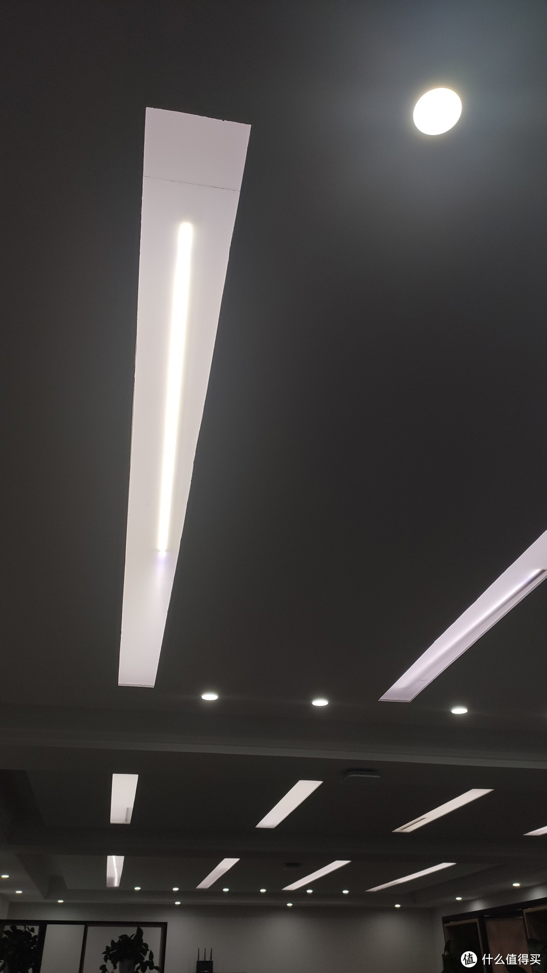 灯管掉落导致翻车