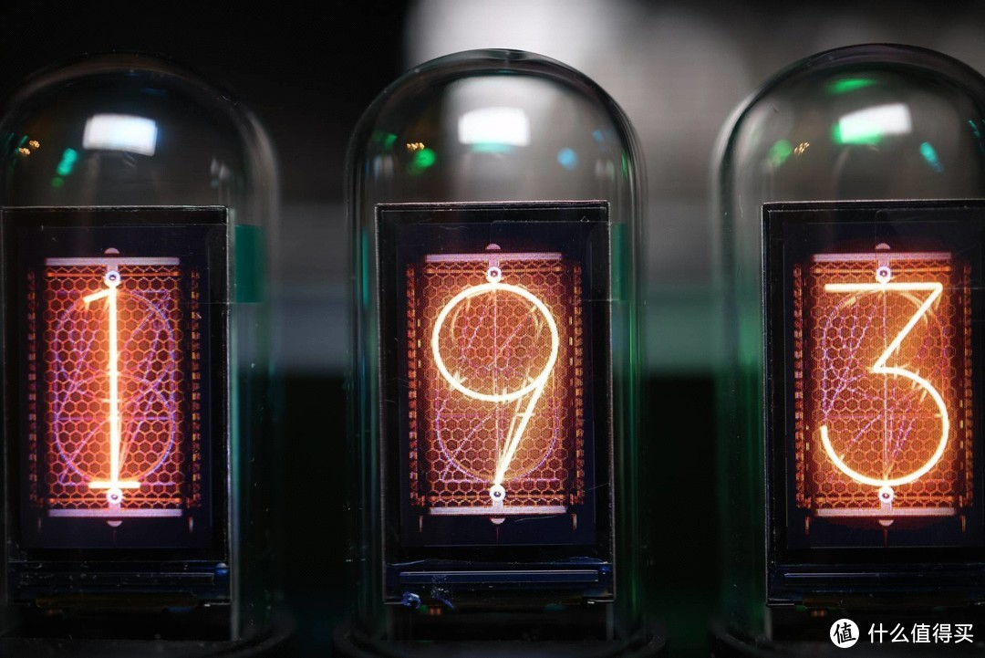 桌面最好看的模拟辉光RGB时钟,你真的不来一个?